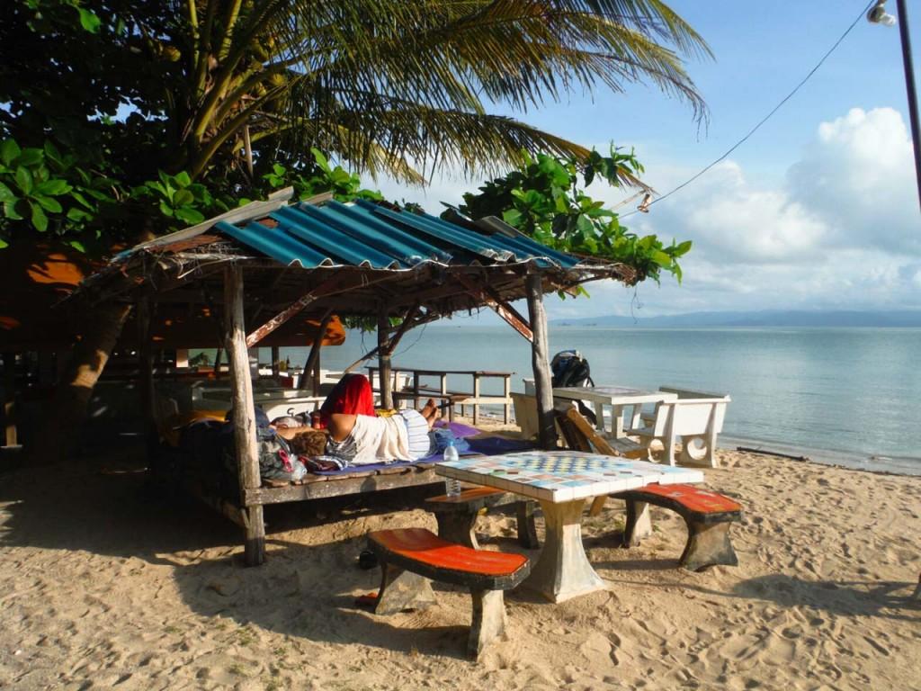 Nocleg na plaży pod restauracją