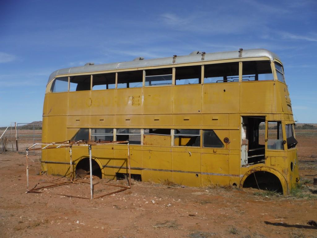 Autobus na tyłach pubu
