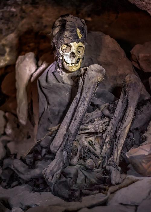 Szkielet w jaskini