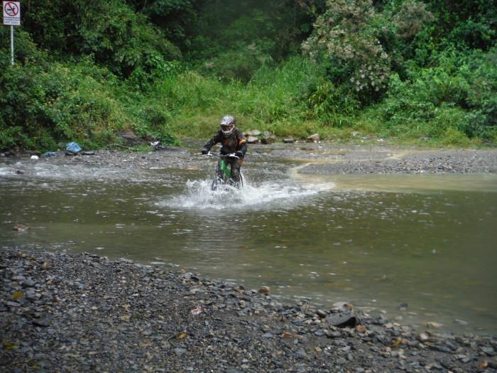 Przejazd przez kolejną rzekę